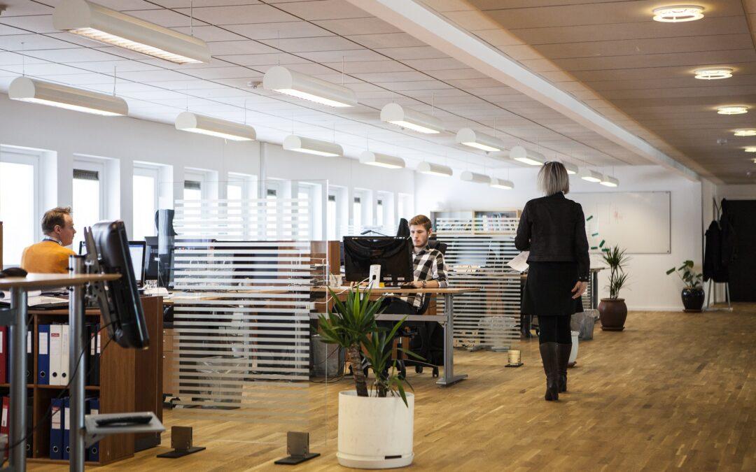 Indret dit nye kontor flot og funktionelt med værkstedsreoler
