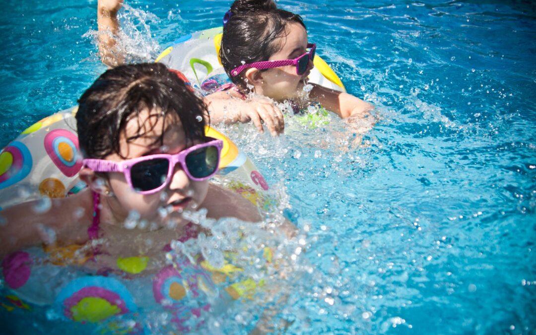 Børn i pool