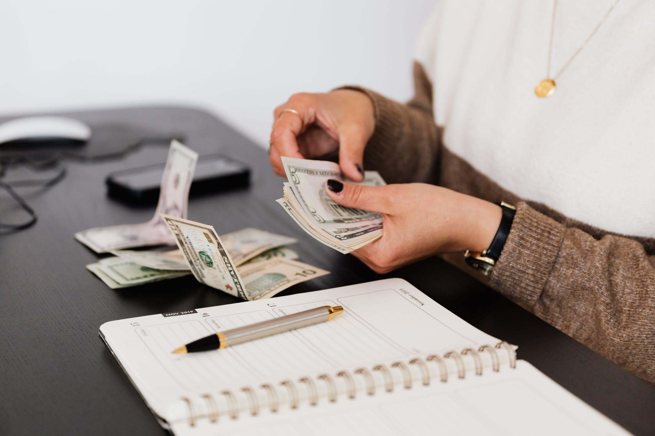tæller penge